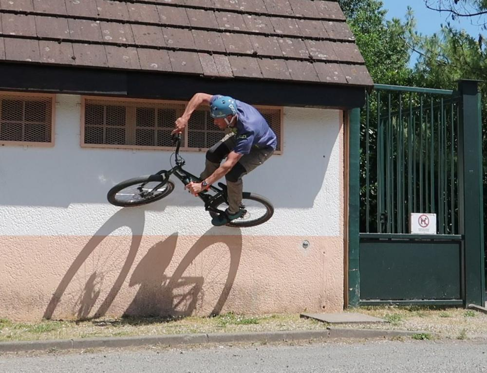 0-0-street-trials-8-4-wall-ride1c.jpg