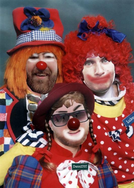 clowns.thumb.jpg.2d36fa748099fe02a553dc2fbc35e78f.jpg